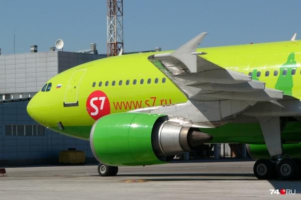 Самолет врезался в птицу при вылете из челябинского аэропорта