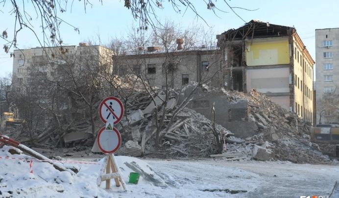 «Это больной вопрос». Стало известно, когда восстановят две школы, в которых училась половина Екатеринбурга