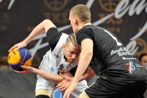 Одна из участниц — мужская команда Red Faces из Москвы