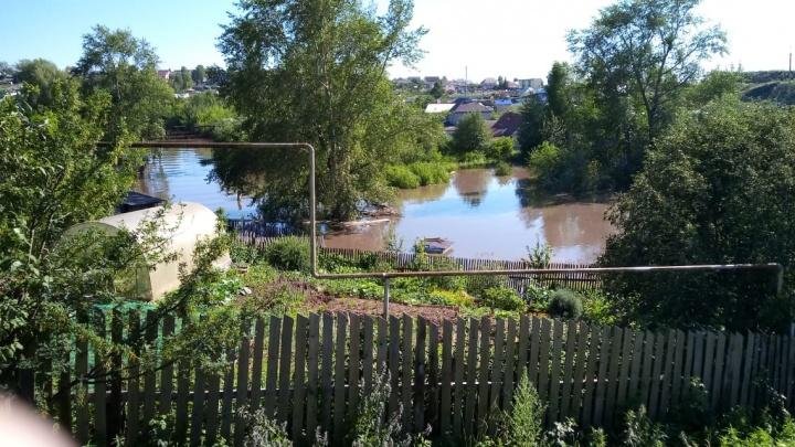 Куйвашев отправил двух министров в города, где произошло наводнение
