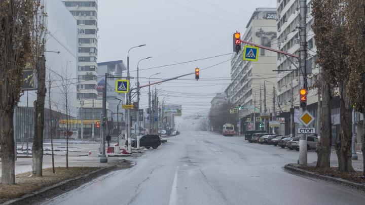 Тишина и праздничное «похмелье»: Волгоград встречает новый год закрытыми магазинами и пустынными улицами