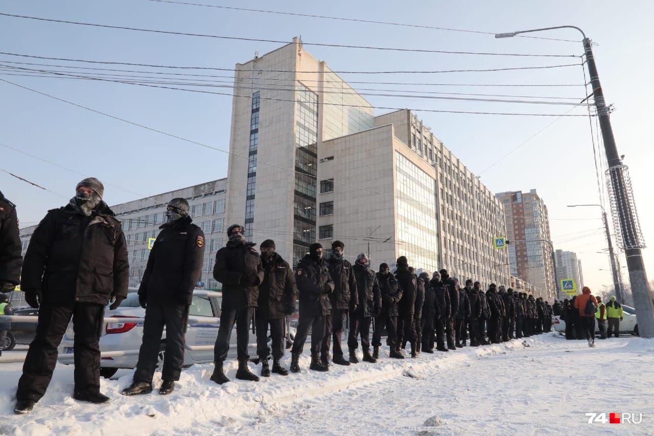 Сколько сегодня вывели силовиков — в полиции уточнить не смогли (а скорее, не захотели)