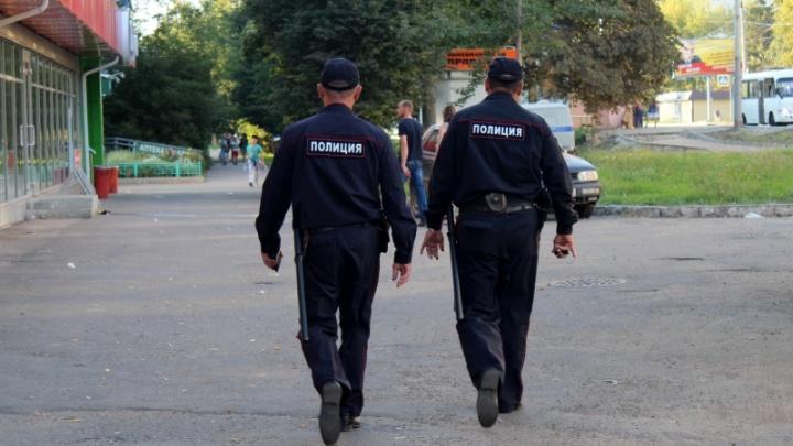 В Туапсе полицейский выпивал с рецидивистом и получил от него удары ножом в спину