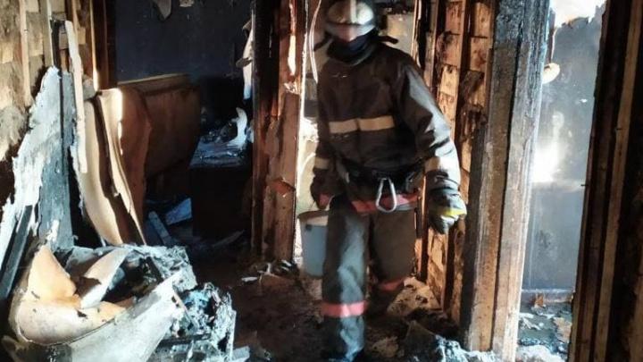 Выживших в пожаре бабушку с внуком санавиацией доставят в Красноярск