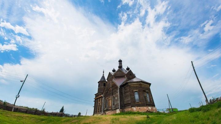 Губернатор пообещал деньги на реставрацию старинной церкви в селе Барабаново