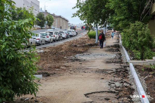 Многие жители уже привыкли к ремонту на Комсомольской