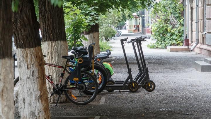 Ударилась головой об асфальт: в Волгограде школьницу сбил лихач на самокате