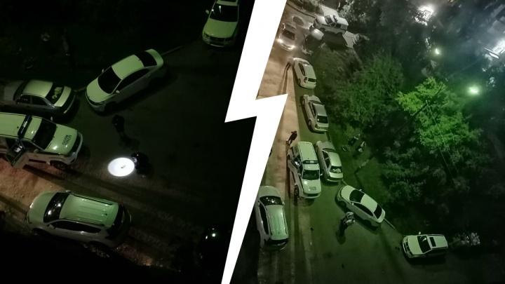 «Затолкали в машину»: в Екатеринбурге ночью похитили человека