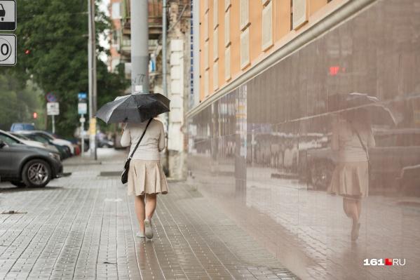 На этой неделе зонты далеко прятать не придется