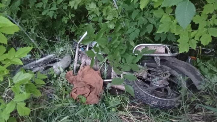Коварная обочина: в Жигулевске мопед врезался в столб