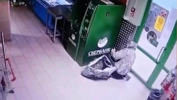 На Урале двое мужчин взорвали банкомат: преступление попало на видео