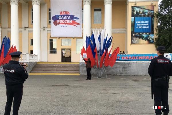 Завтра по всей стране планируются шествия сторонников Алексея Навального. Власти предупреждают о том, что ходить туда не стоит