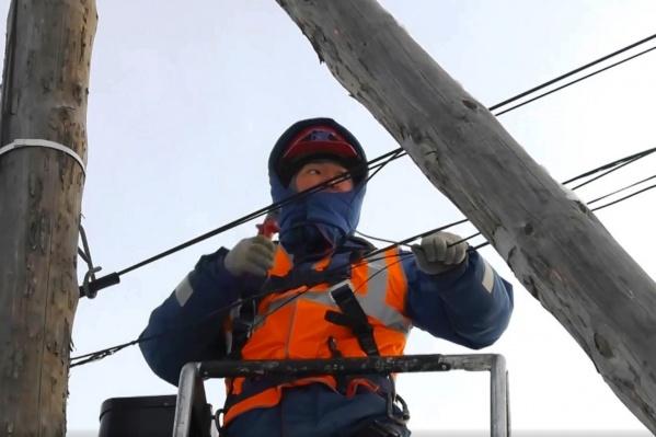 Обрезать провода провайдеров сотрудники «ОмскЭлектро» стали с начала февраля