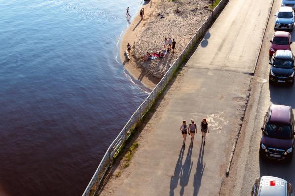Архангельск редко балует солнцем и теплом, но выбраться за этим в отпуск, например, зарубеж сегодня не так-то просто