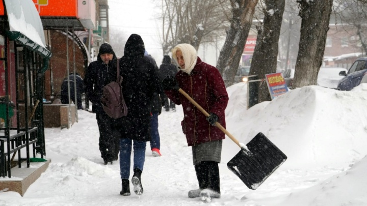 Новость от синоптиков № 1: в Омске с вечера выпала седьмая часть месячной нормы снега