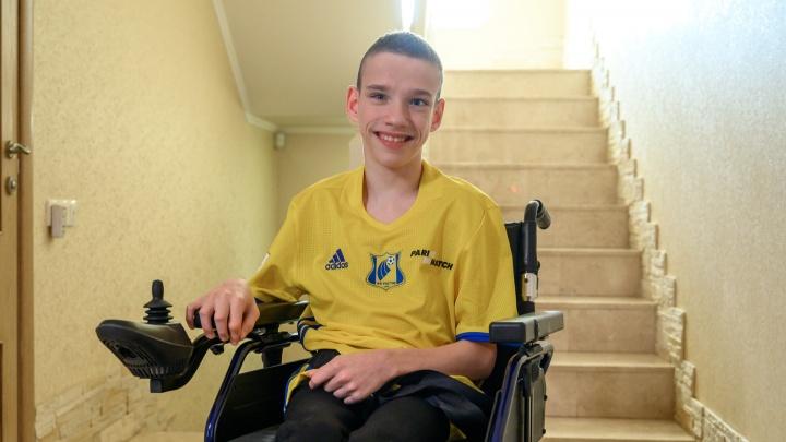 Фехтовальщик, футболист, художник. Что мешает 15-летнему ростовчанину на пути к медалям Паралимпиады