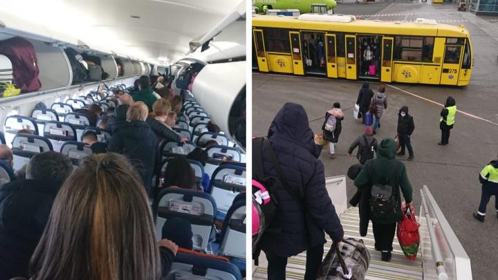 «Один двигатель не крутился»: в Толмачево пассажиров попросили покинуть самолет на Москву перед вылетом