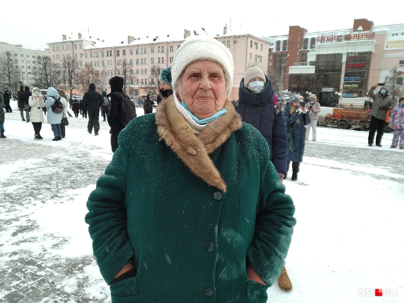 Алла Николаевна пришла на акцию, чтобы поддержать молодежь, которая хочет добиться справедливости