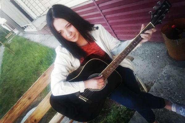 Музыкального образования у Насти не было, но она брала уроки вокала