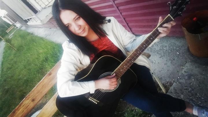 На Южном Урале нашли задушенной в квартире 24-летнюю вокалистку музыкальной группы. Убийца не задержан