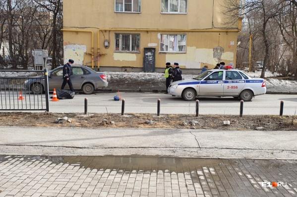 Попавший под машину пешеход скончался на месте