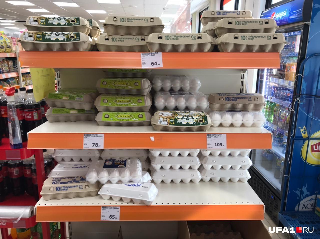 И снова «Монетка». Хотя упаковка яиц за 109 рублей— скорее исключение, чем правило, но она тут есть