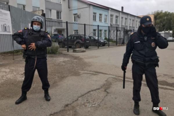 Во время задержания стрелка территорию ПГНИУ оцепили сотрудники полиции