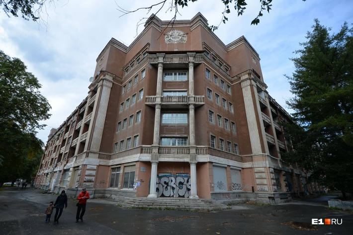 В Орджоникидзевском районе, уверены комментаторы, время остановилось 20 лет назад