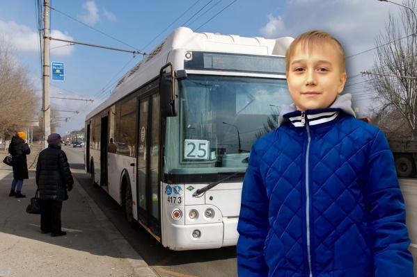 Арсений очень переживал, что не смог попасть на занятия из-за происшествия в автобусе