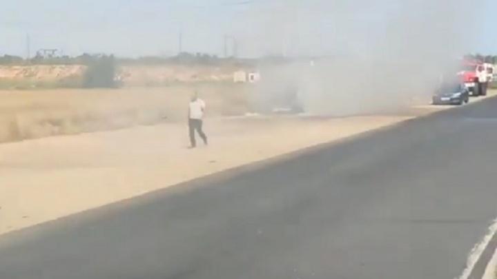 Дым на всю округу: под Волгоградом на дороге загорелась фура