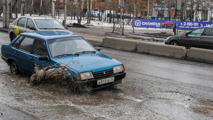 Красноямск. Какие дороги не пережили зиму и когда их восстановят— фоторепортаж