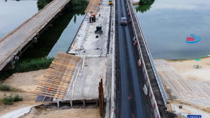 Говорят, что мост плавится: фотограф показал огромную пробку на въезде в Волгоград с высоты