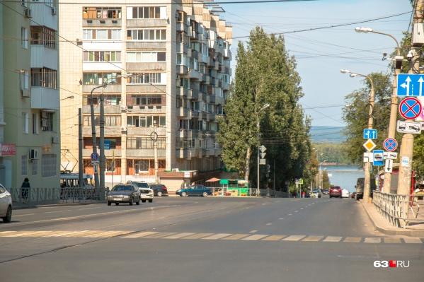Движение по Полевой сейчас закрыто от Галактионовской до Молодогвардейской