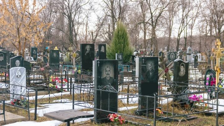 В Самарской области женщину насмерть задавило надгробной плитой