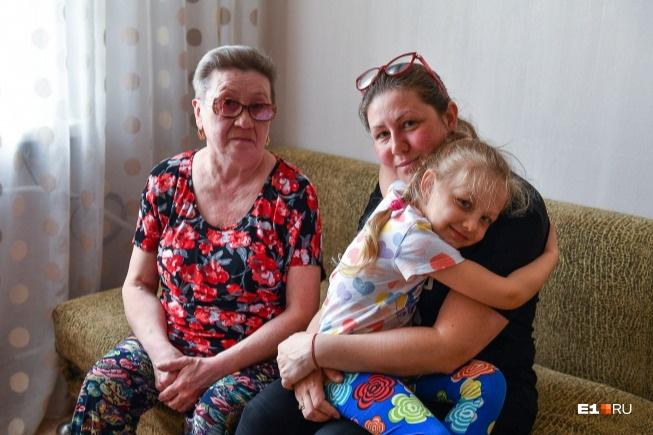 Евгения с дочкой и мамой