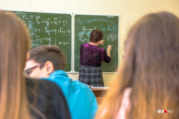 Школьники сейчас учатся очно, но, если эпидобстановка ухудшится, их снова могут отправить на дистанционное обучение