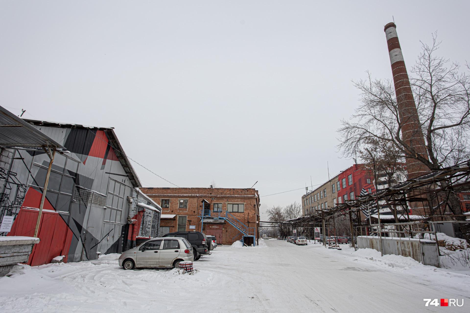 Внутри ремонт сделан — пора развивать уличное пространство. Этим займутся летом