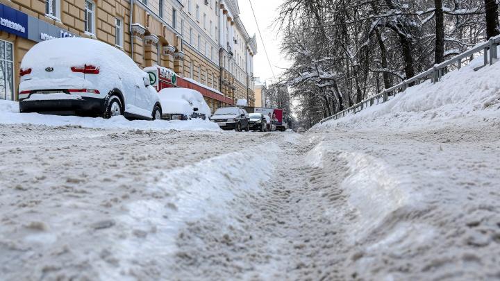 К весне само растает: смотрим, как почистили нижегородские улицы спустя неделю после снегопада
