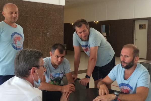 Задержанные туристы встретились сегодня с послом
