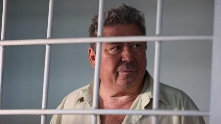«У меня за границей ни квартирки, ни сарайки»: Виктора Чернобровина отправили в СИЗО по делу о взятках в ПФР