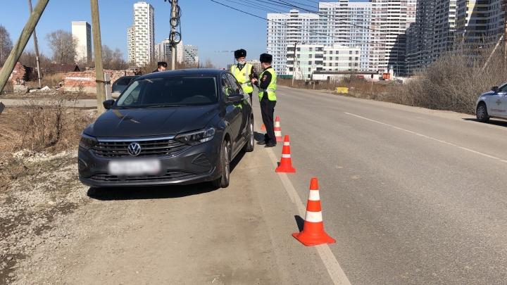 В Екатеринбурге Volkswagen Polo сбил 11-летнего школьника на самокате