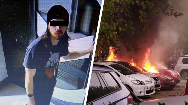 В Екатеринбурге парень уничтожил чужую машину, разведя в ней костер