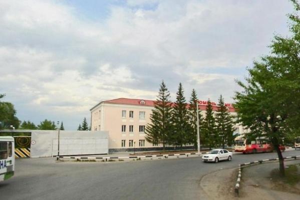 Большой участок у завода медоборудования, который выставили на продажу