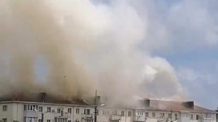 В центре Новороссийска горит жилой дом на 750 кв. метрах, жителей эвакуируют
