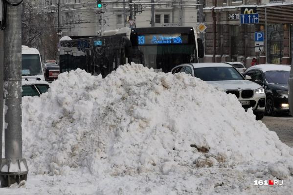 Власти отчитывались, что дороги расчищают вовремя