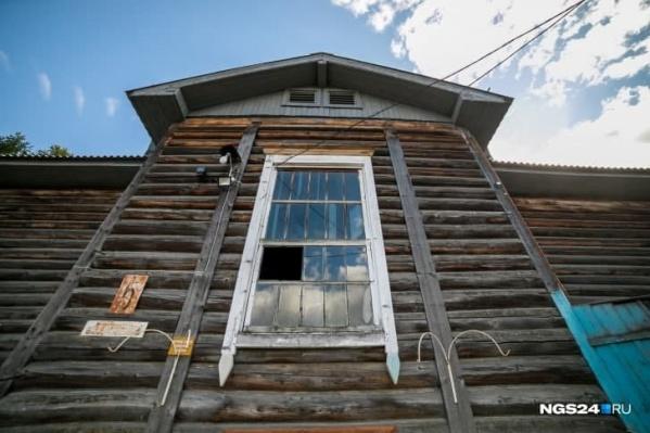 Весь Лесосибирск состоит из деревянных бараков — их там более 300