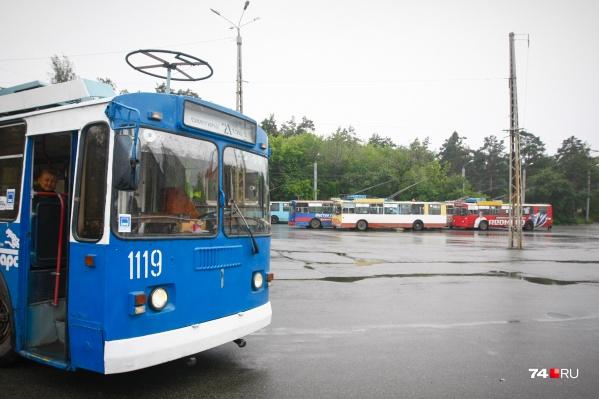 """Сейчас на линию выходят троллейбусы, средний возраст которых <nobr class=""""_"""">23 года</nobr>"""