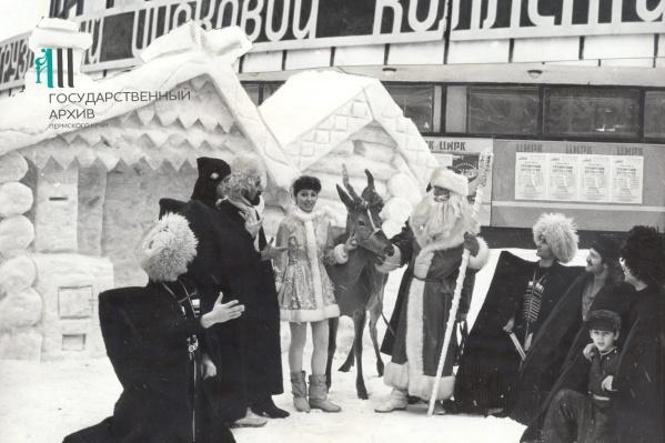 Новогоднее представление у Пермского цирка, 1 января 1986 года