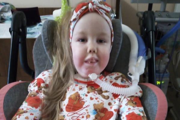Малышка дышала с помощью аппарата ИВЛ