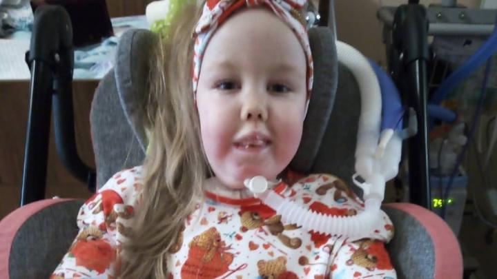 В Екатеринбурге умерла маленькая девочка со СМА, которая пять лет дышала с помощью ИВЛ